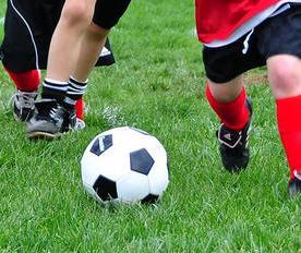 bambini-che-giocano-a-calcio1