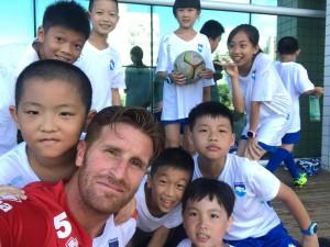 piccoli calciatori cinesi con Berardi